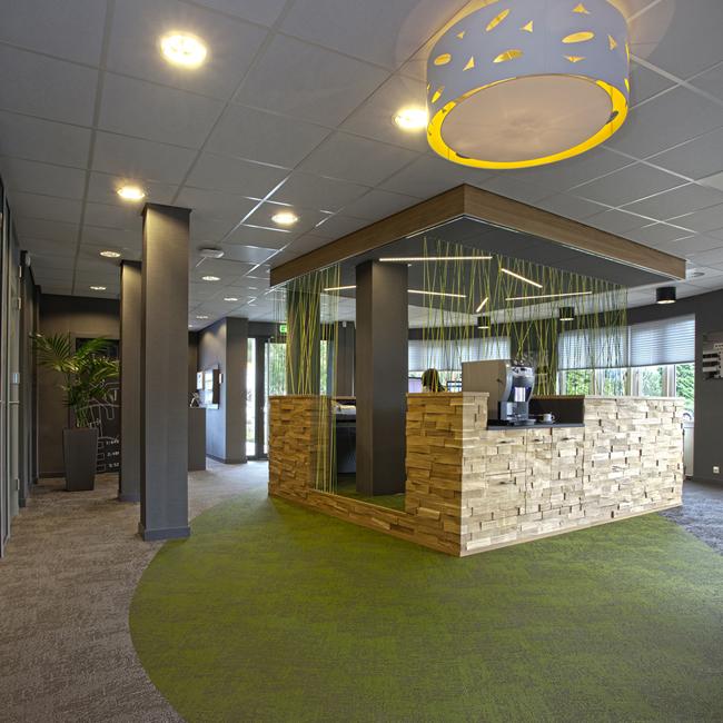 Headquarters Dura Vermeer-Heyma, Entrance