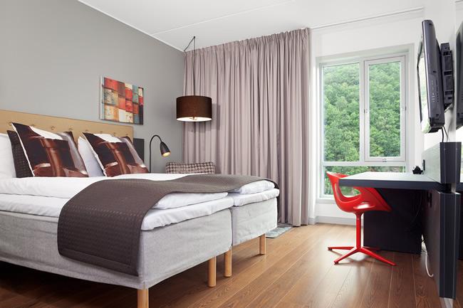 Design Pillow Tin Red Room Hotel Forus Stavanger