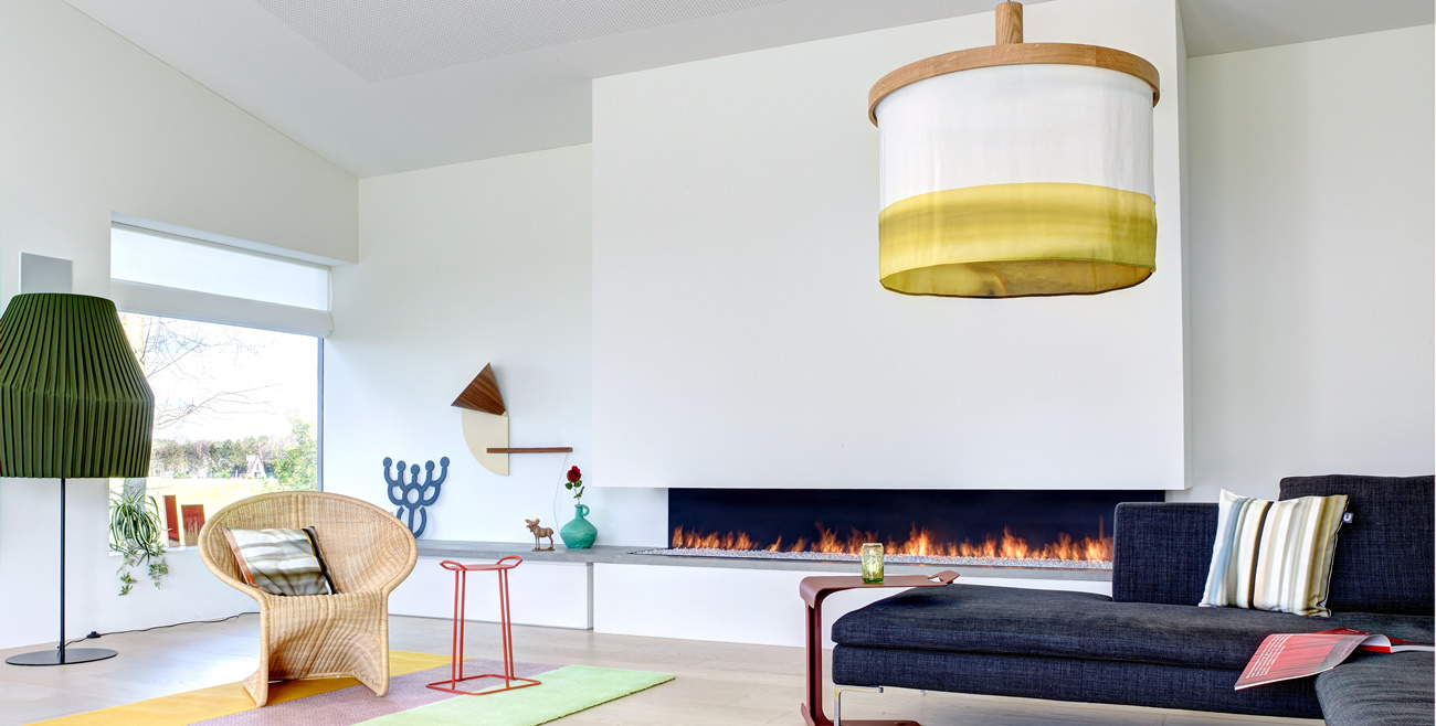 Villa in The Netherlands-Living room with Oak and Silk pendant lamp Abstract Yellow Fade Blue