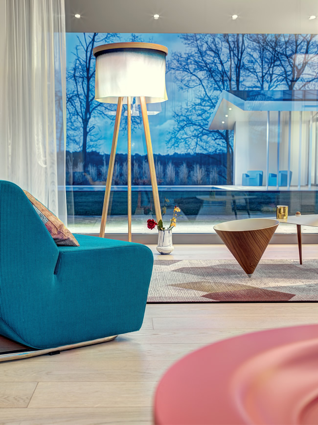 Villa in The netherlands with Oak and Silk Flooorlamp Fade Blue